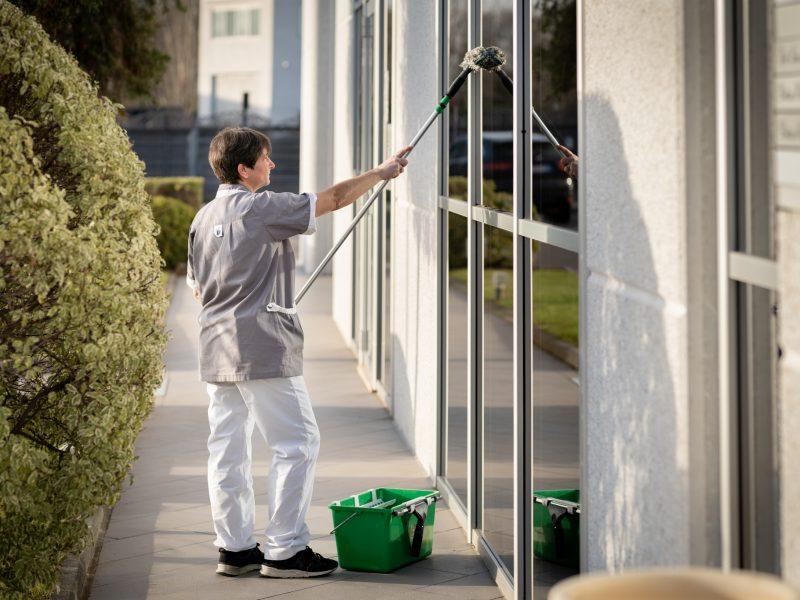 pulizia vetri modo service viareggio